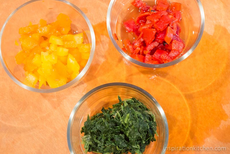 Roasted Red Pepper Spinach Scramble   Inspiration Kitchen-3710